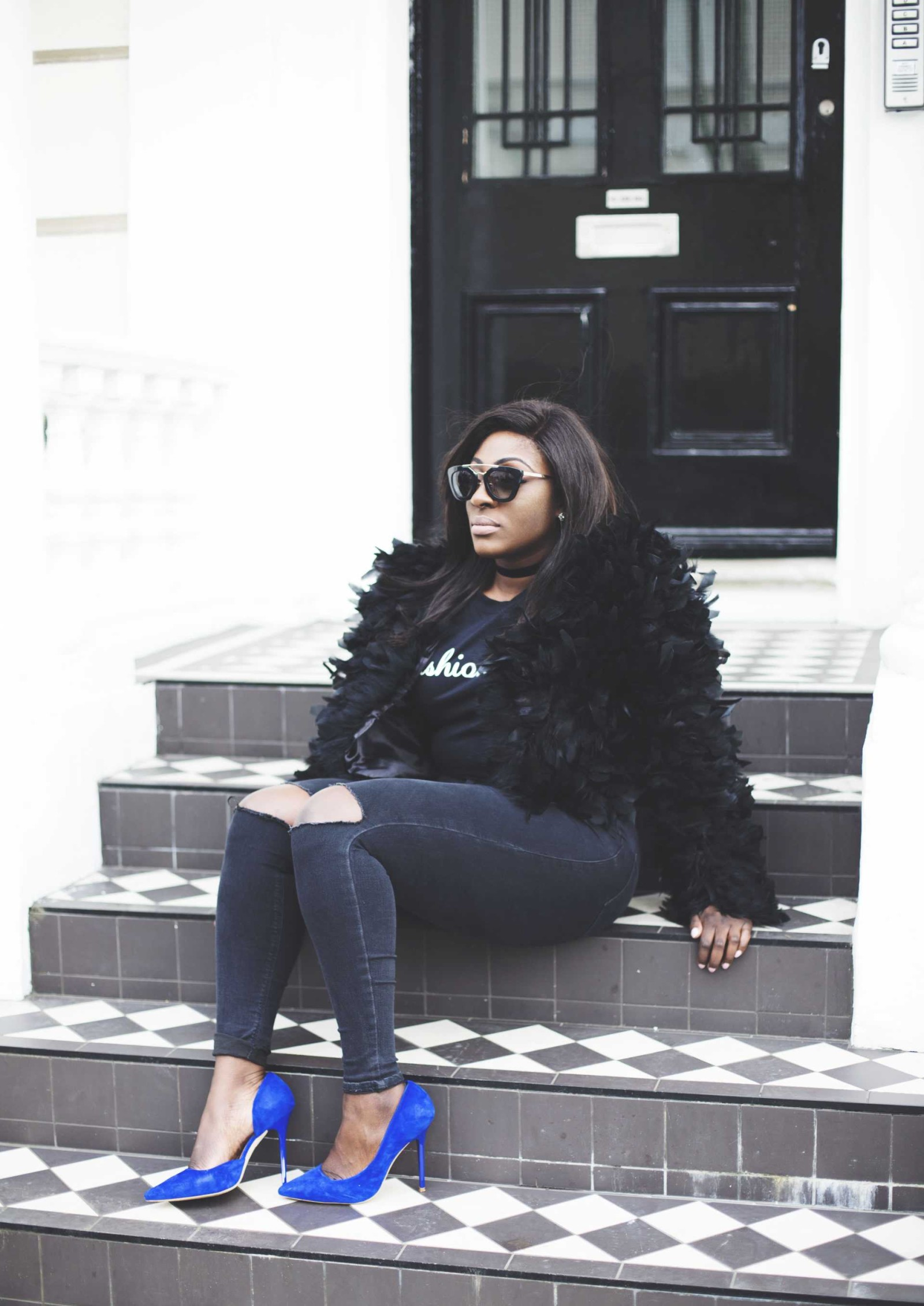 black feathers and sass - joni jeans - style and the sass
