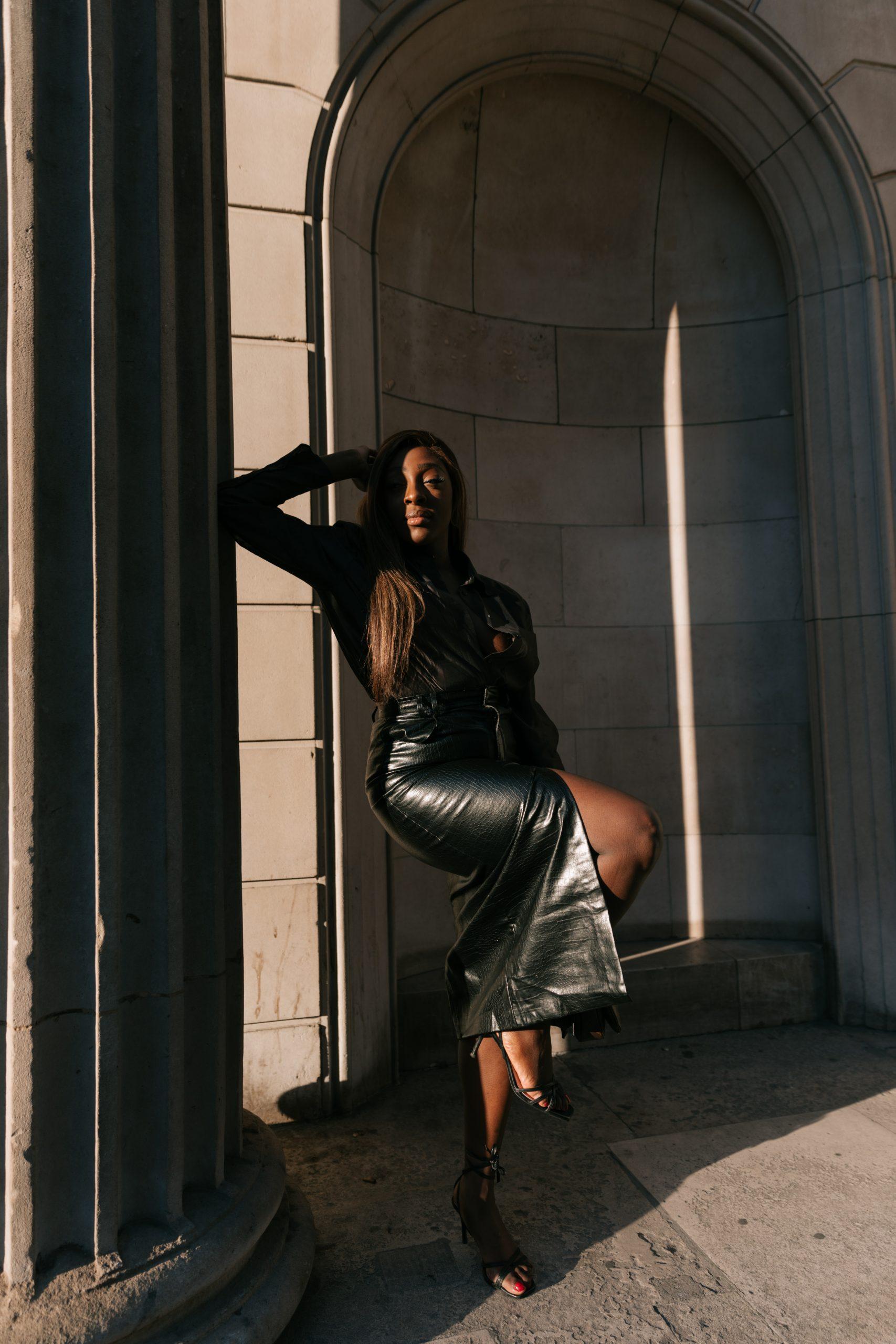 Faux leather skirt zara - chocolate brown silk blouse massimo dutti 5